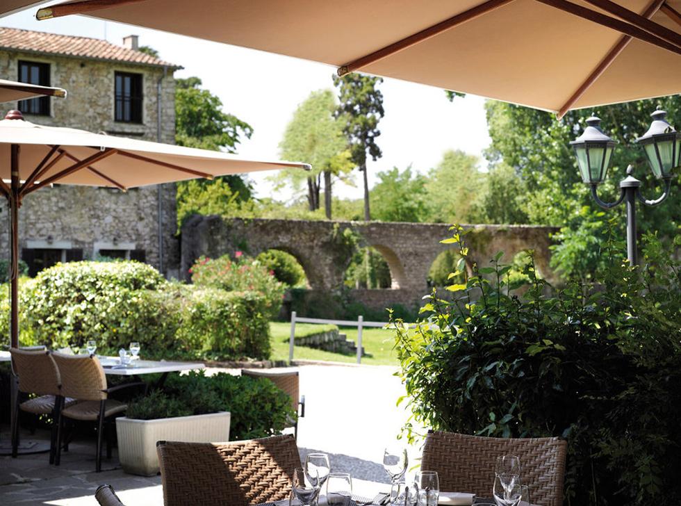 Restaurant avec terrasse sur golf