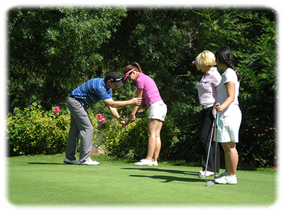 cours de chipping sur le green d'approches
